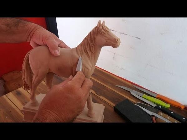 Escultura de um Cavalo de madeira (из дерева)
