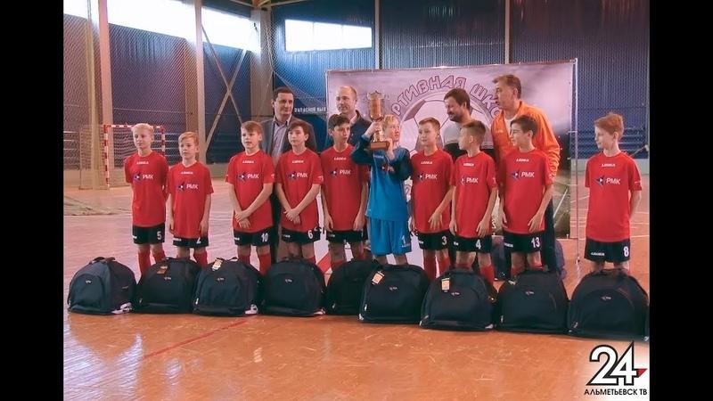 Новую форму вручили футболистам из альметьевской команды «Неугомонные»