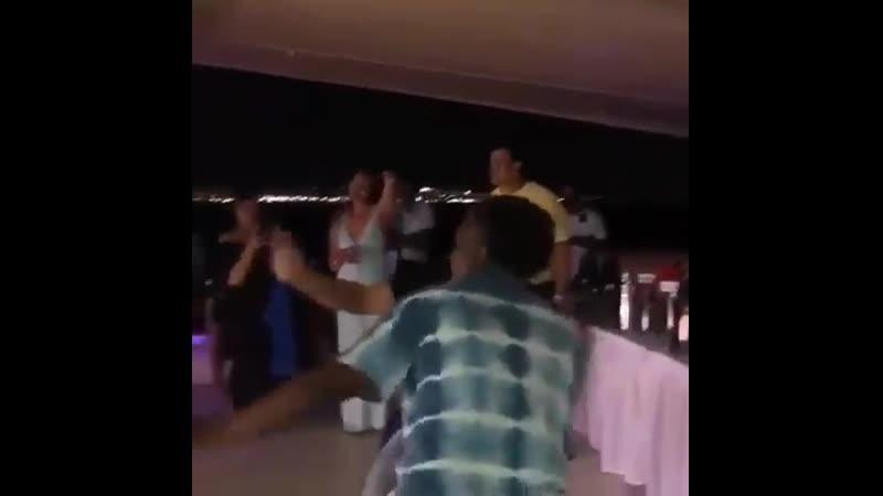 Шахрукх на круизной вечеринке по случаю победы TKR 2