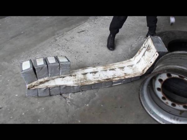 Прикордонники у 12 колесах авто виявили 8 тисяч пачок сигарет