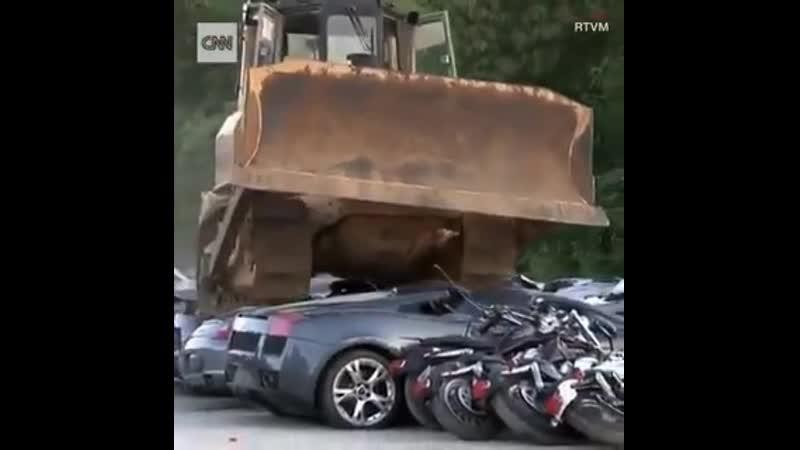 Президент Филиппин уничтожает машины коррумпированных чиновников