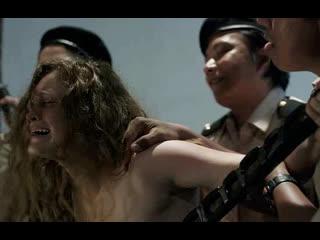 Девушку насилуют и кончают в жопу по очереди (ебут в анал, толпой кончают в попку, много спермы в жопе)