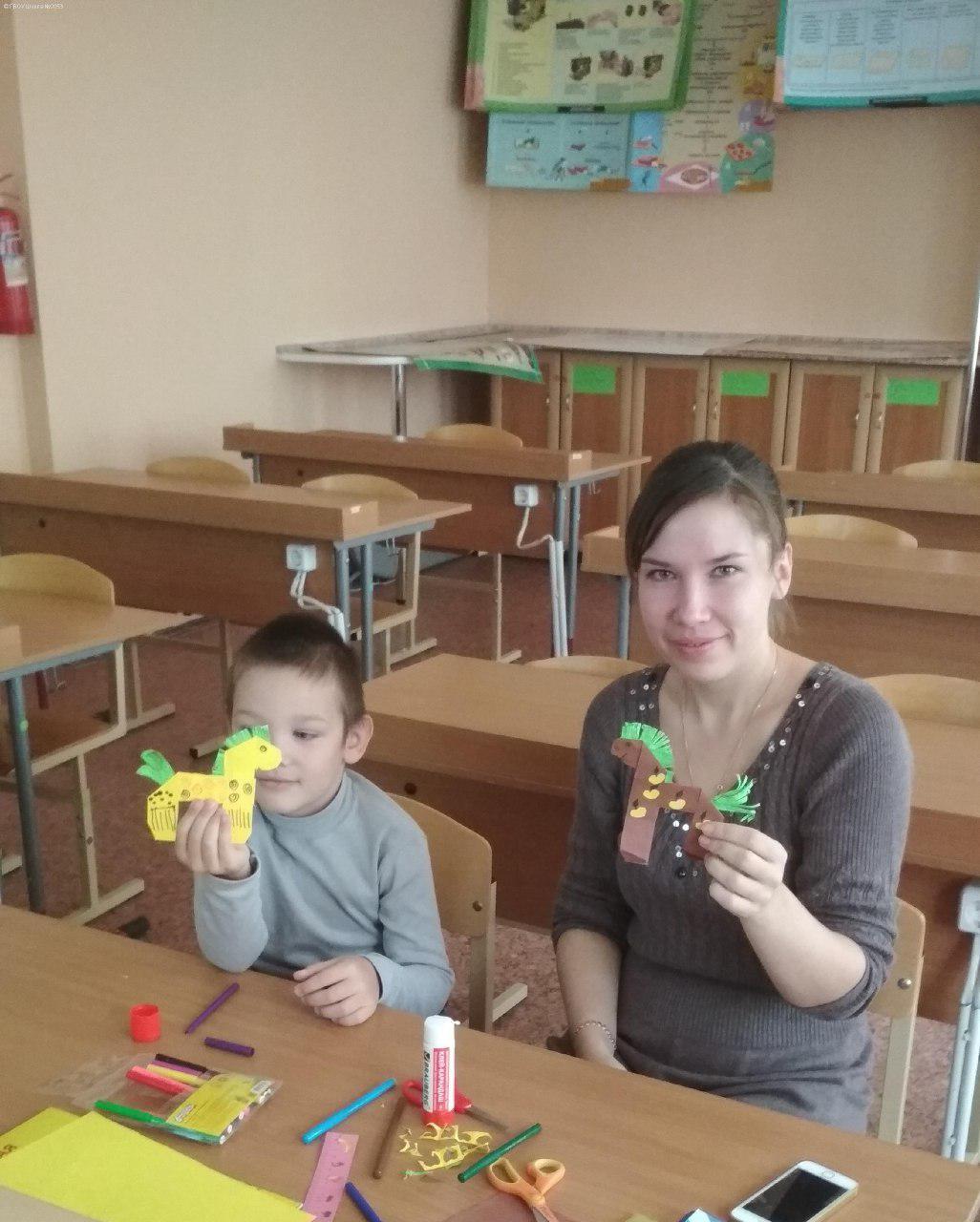 Дошкольники из Некрасовки мастерят игрушки вместе с родителями