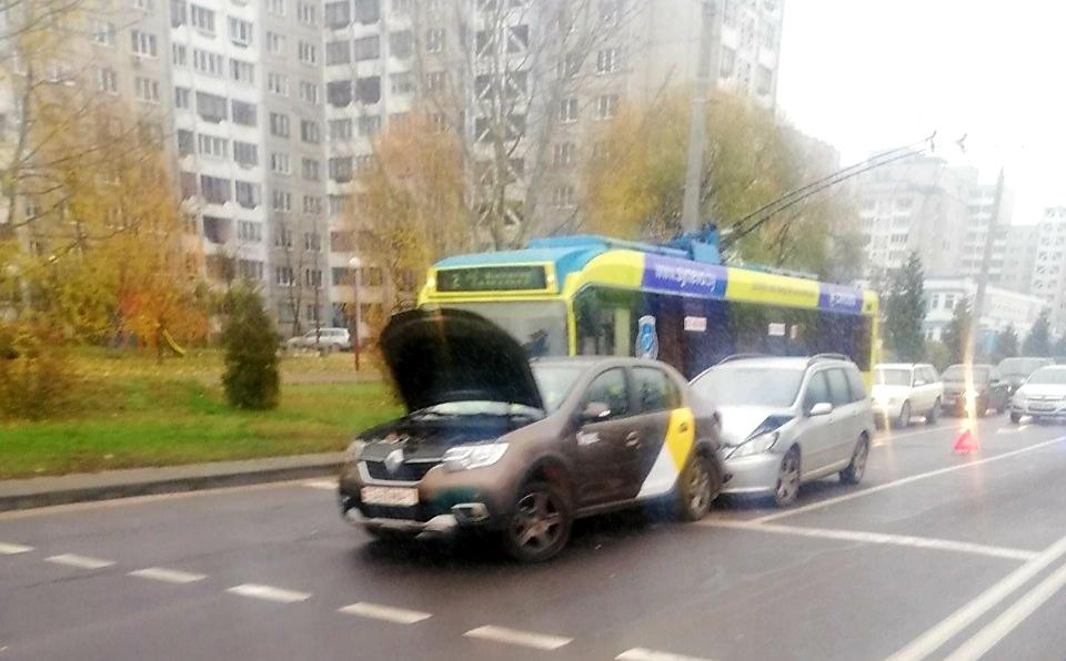 На Гаврилова - Ленинградской ДТП: маршрутка выехала на тротуар