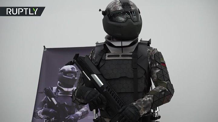 Необычное оружие и мощная броня в России показали экипировку будущего