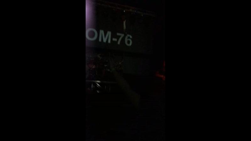 Атом 76