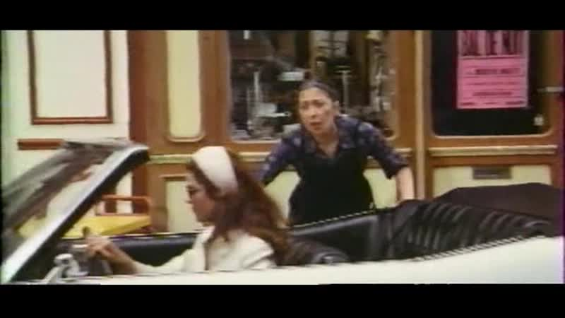 Дама в очках с ружьем и в автомобиле Франция 1970