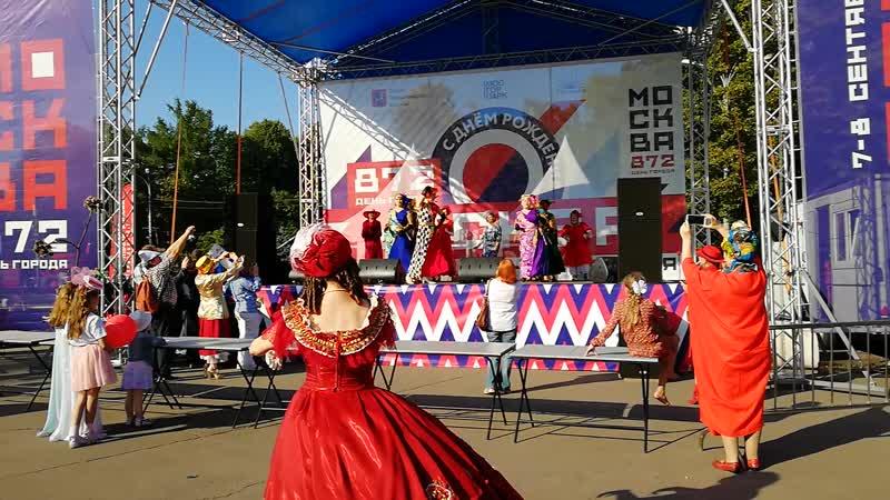 Танец «Эспозито»- исп. народные модели «Агентства 50 плюс» и участницы Студии танцев Ирины Мотовой. Хореограф Ирина Мотова