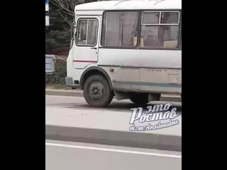 Полуголый парень бегает по Штахановского  -  - Это Ростов-на-Дону!