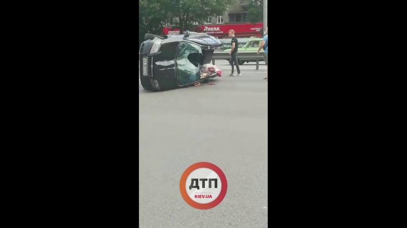 Киев 18 Смертельное ДТП на Победы Нивки Водитель Шевроле Авео на высокой скорости опрокинулс