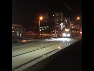 Улица Менжинского. Огонь и замыкание на трамвайных путях.