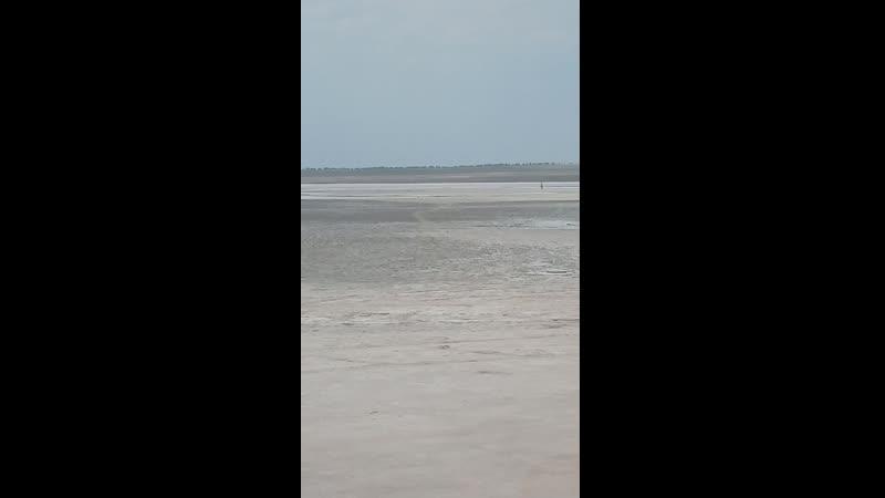 Высухшее солёное озеро, рядом с Чёрным морем