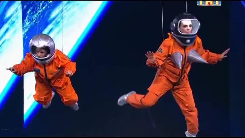 девушки в космосе