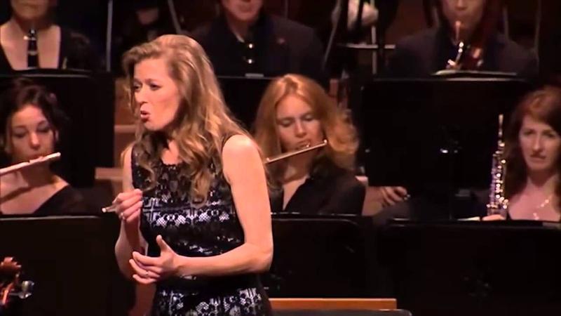 Barbara Hannigan conducts sings Stravinky's Aria en cabaletta The Rake's Progress