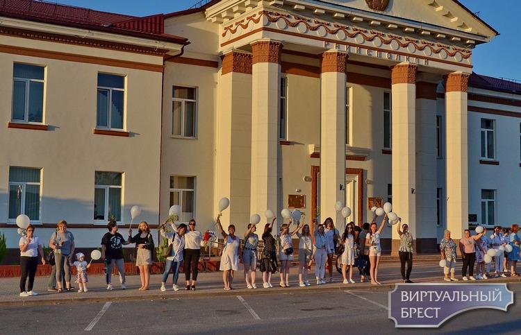 Женщины Жабинки вышли второй вечер подряд на улицу