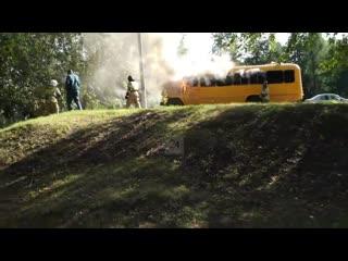 В Нижнекамске загорелся автобус