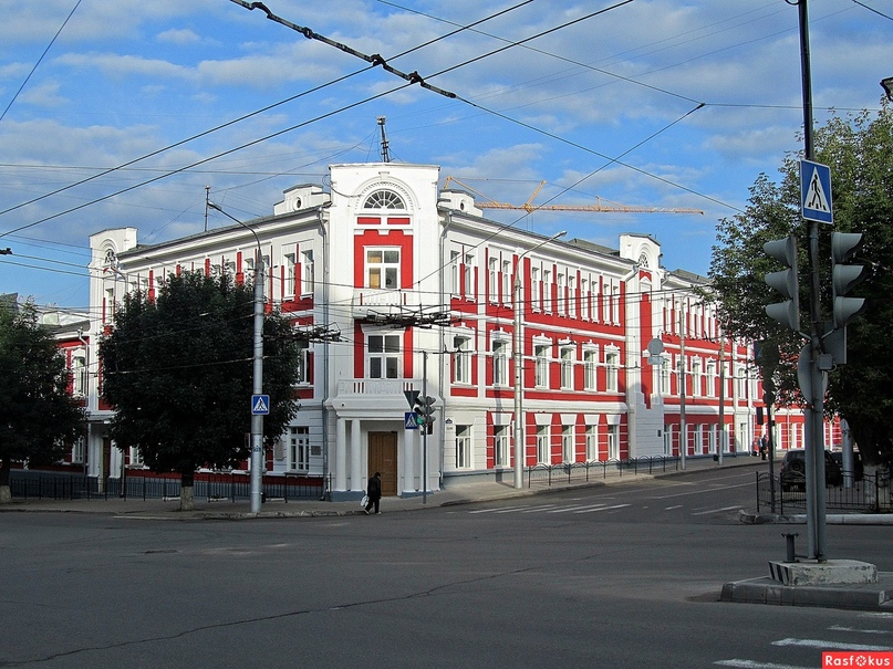 Школа, в которой работает Александр Шувалов