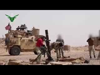 Кадры вооруженные силы США тренируют джихадистское ополчение Магавир Таура на военной базе Аль-Танф в мухафазе Хомс-Сирия