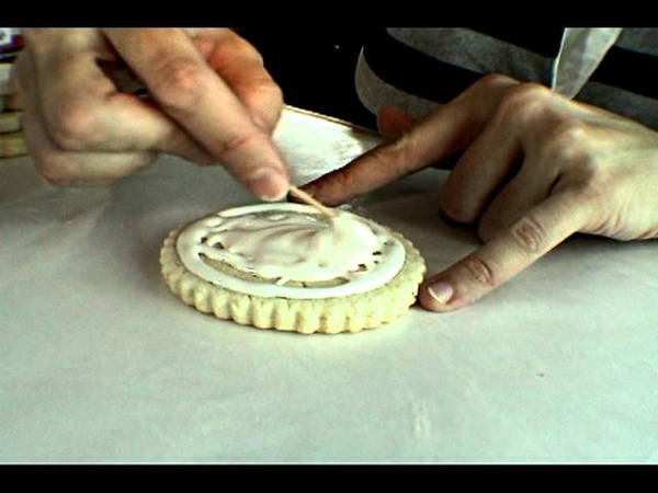 How To Flood Cookies with Royal Icing, Using a Sandwich Bag