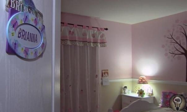 Из стены частного дома в Иллинойсе раздаются непонятные голоса Ни в кино, ни в детских страшилках нет недостатка в историях про странные звуки и голоса, внезапно раздающиеся в чьем-то доме. Но