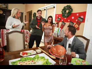 Brazzers horny for the holidays part 3 / luna star & johnny castle