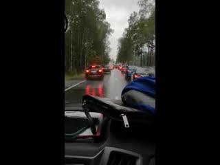 Водитель  скорой показал проезд сквозь пробку по-европейски
