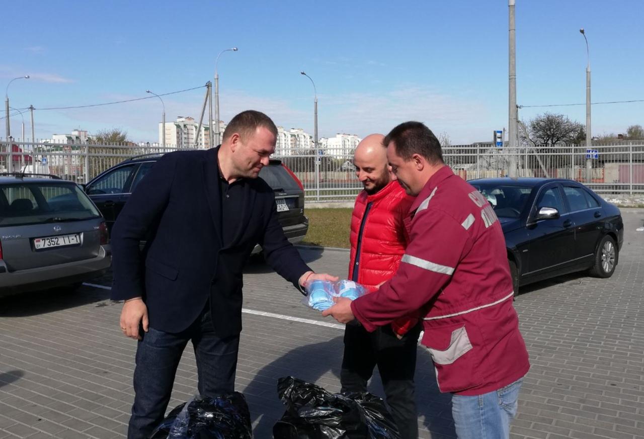 5000 масок передали брестской станции СМП предприниматели города