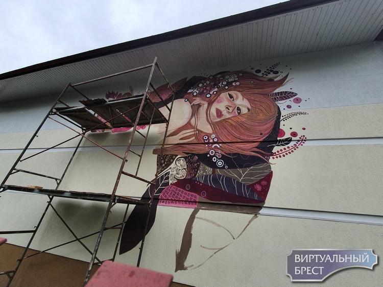 На ул. Гоголя будет красивое граффити - девушка с развевающимися волосами