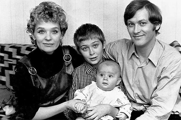 Светлана Светличная и Владимир Ивашов с сыновьями