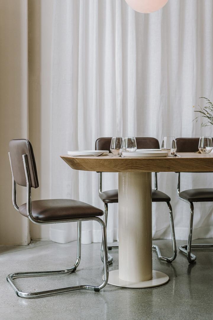 Nadzieja restaurant in Poznań features understated Bauhaus-style interiors