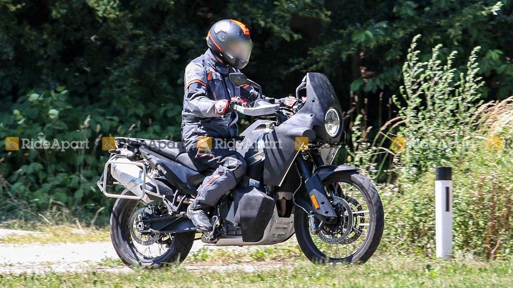 Компания Husqvarna тестирует две новых модели с двухцилиндровым мотором (шпионские фото / видео)