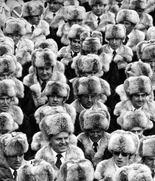 Сборная команда СССР на открытии XI зимних Олимпийских игр.