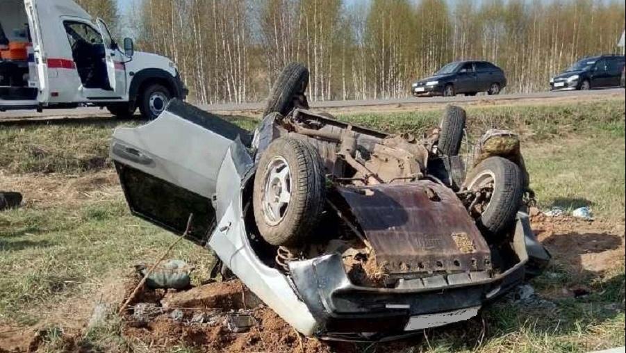 В КЧР автоледи перевернула автомобиль с 3 пассажирами