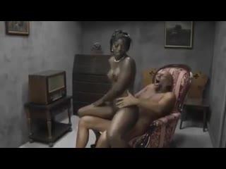 Снял двух молодых проституток (негритянка threesome ebony жмж)