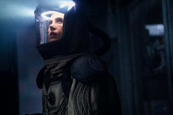 Шон Бин и Дженнифер Коннелли на официальных кадрах второго сезона антиутопии «Сквозь снег» Премьера дебютного эпизода намечена на Netflix 26