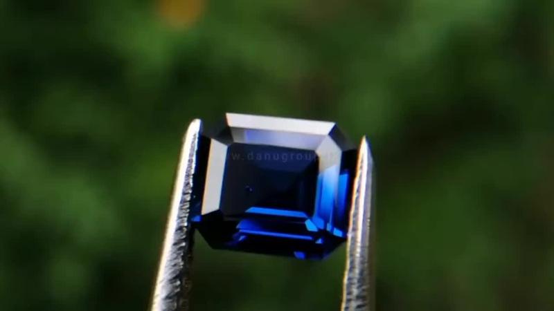 BEST QUALITY ROYAL VIVID BLUE SAPPHIRE DIRECTLY FROM CITY OF GEM RATNAPURA UNDERGROUND MINING_1080p.mp4