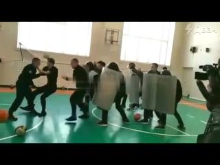 В нижневартовскую школу №42 пришли росгвардейцы и сыграли со школьниками в беспорядки на митингах, показав как надо винтить, бит