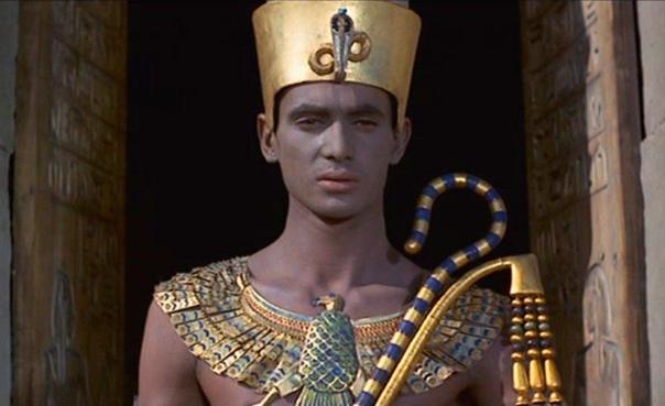 Фараоны древнего Египта. Как известно, фараонов в Древнем Египте после смерти мумифицировали. Вытаскивали кишки, всякие органы и помещали их в сосуды. Мозг вообще насколько знаю вынимали через