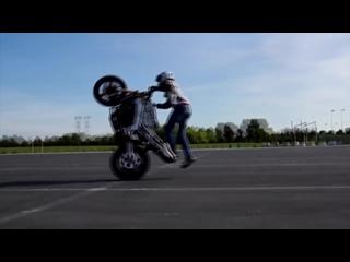 Девушки на мотоцикле, Безбашенные трюки!!!