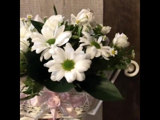 Жизнерадостным особам обязательно понравится дуэт хризантем 💮с альстромериями🌸А белый цвет 🦢расскажет об искренних чувствах и