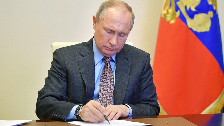 Путин наградил медиков из КЧР