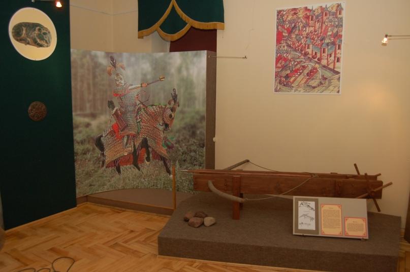 Самострел на выставке «Легенда и быль» в выставочном зале «Золотаревское городище».