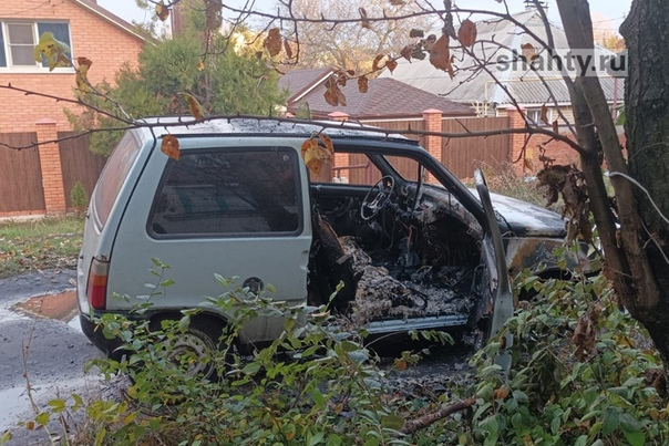 В Шахтах вспыхнула легковушка, выгорев изнутри Утр...