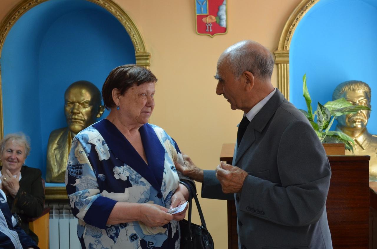 В Петровске продолжается вручение медалей «Дети войны» жителям старшего поколения