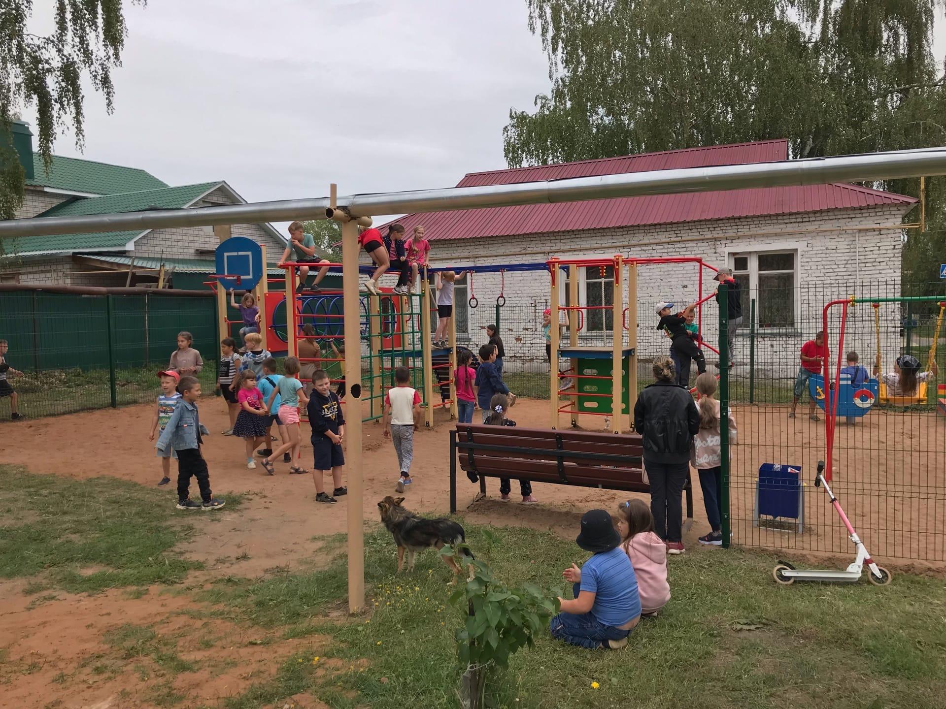 Открытие детской площадки на Красном посёлке только