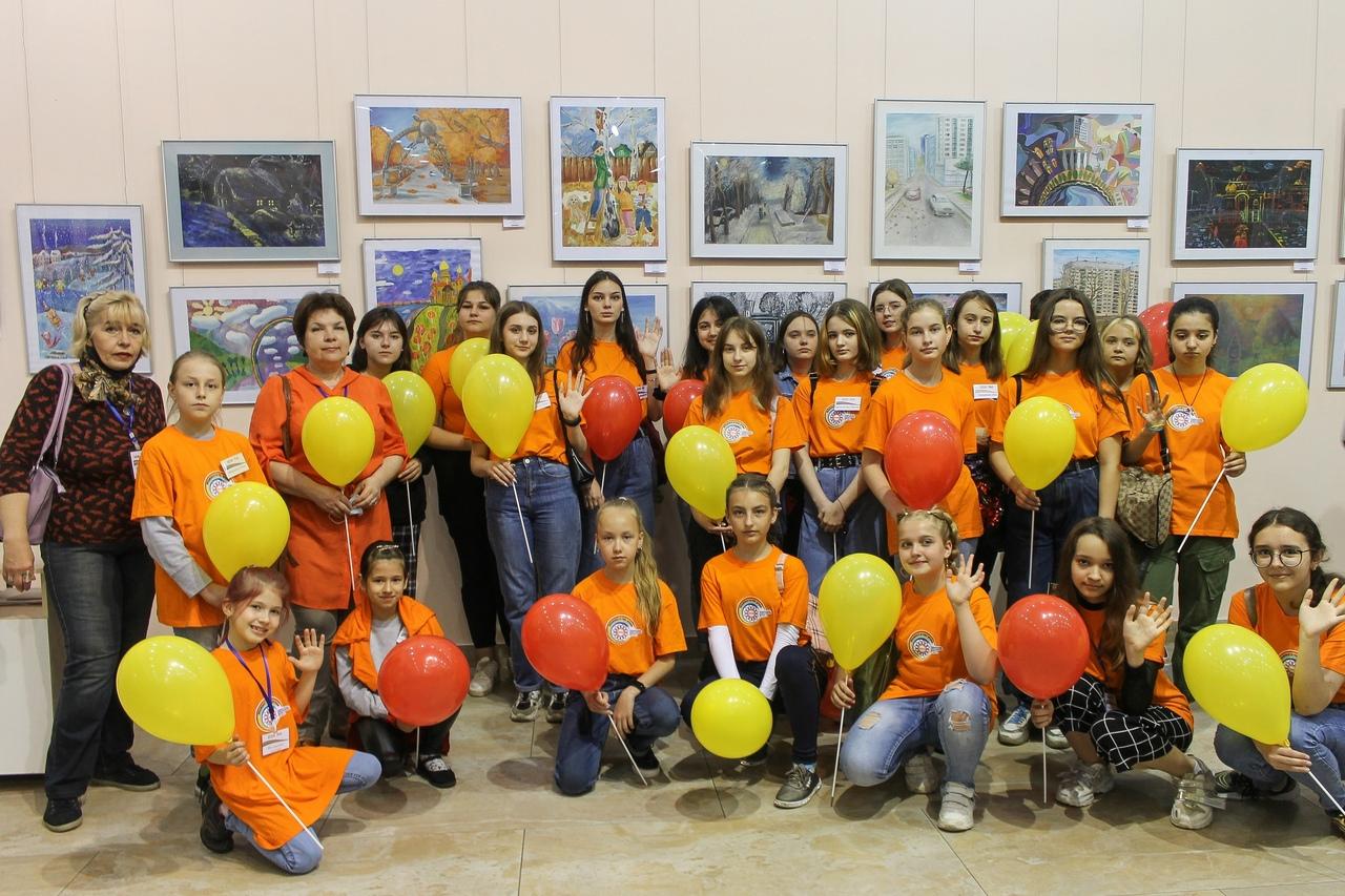 В художественном музее «Арт-Донбасс» подведены итоги III городского фестиваля-конкурса детского и юношеского творчества «Возьмемся за руки, друзья!»