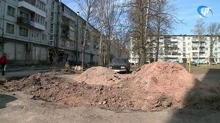 Один из дворов на улице Попова благоустраивают по программе формирования комфортной городской среды