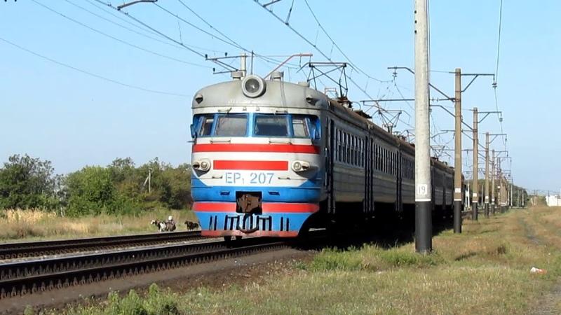Электропоезд ЭР1 207 с приветливой локомотивной бригадой 06 09 2014