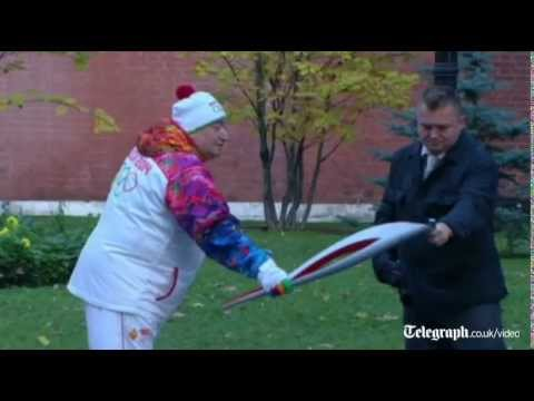 Ooops Olympic Torch goes out in Moscow