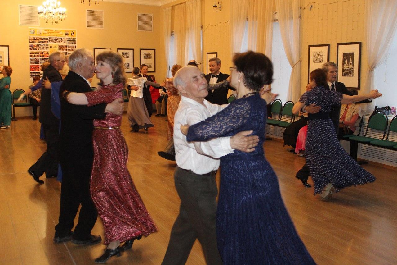 Ретрокостюмы представят посетители центра «Забота» на танцевальной вечеринке